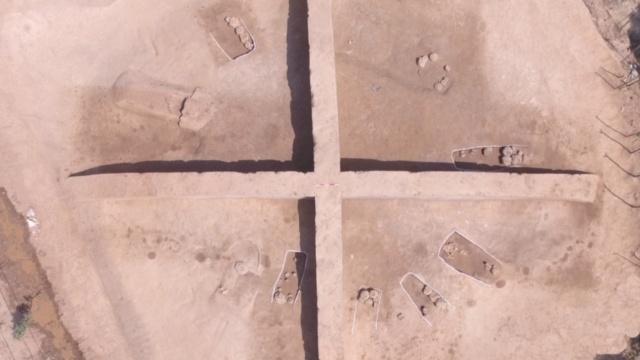 3千年神秘古墓:小墓围绕,主人成谜