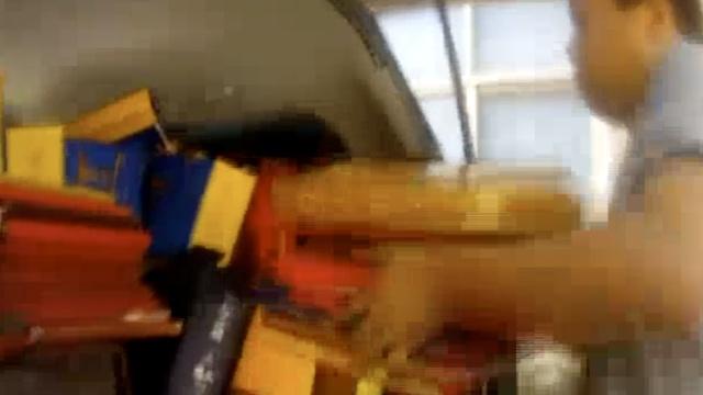 惯偷行窃又被抓,赃物装满小货车
