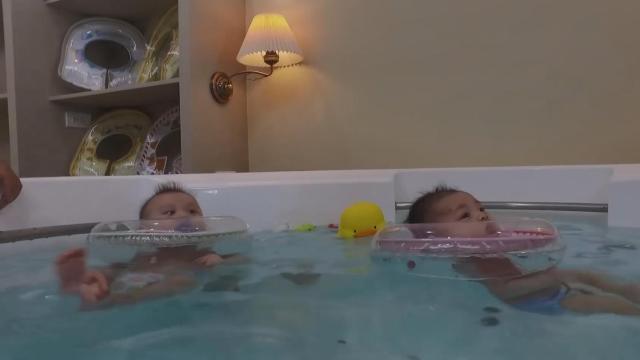 婴儿游泳,95%以上的父母都做错了