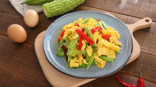 苦瓜炒鸡蛋,夏季最解暑的快手菜