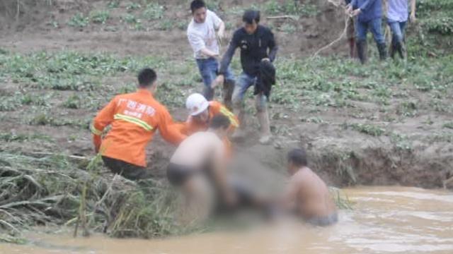 广西横县强降雨,山洪暴发5人失联