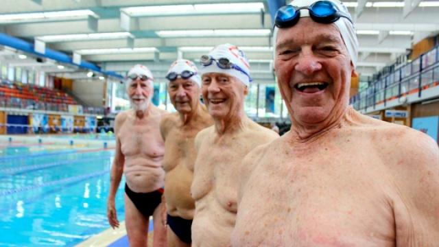 悉尼最老游泳队平均年龄竟达90岁