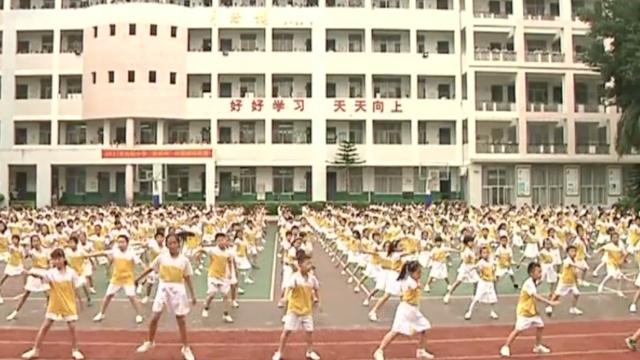 动感课间操!千名小学生齐跳街舞