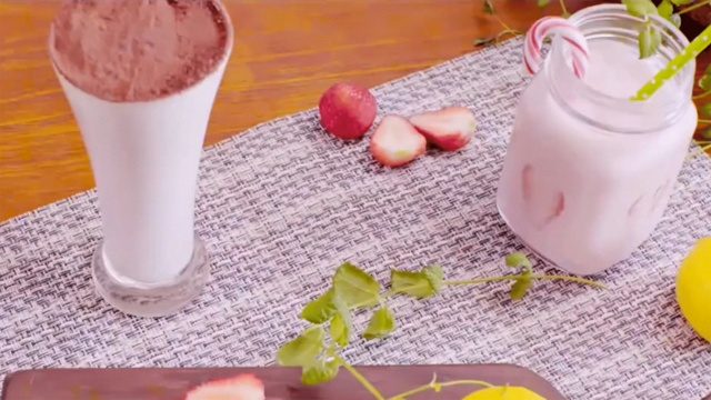 草莓牛奶夏日少女心特饮