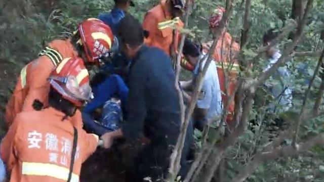 她违规进山摔伤,消防7小时涉险营救