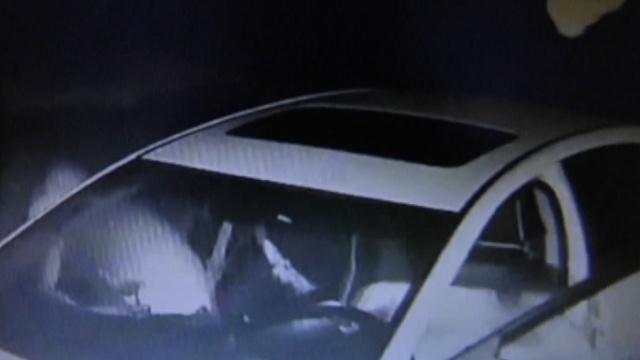 男子酒驾遇交警,急速倒车&弃车逃跑