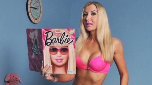 她花费18万整容,只为成为芭比娃娃