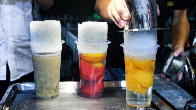 手工刨冰卖情怀!吃一口要排40分钟