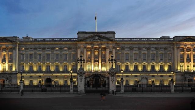 直播:探访白金汉宫,看女王的礼物