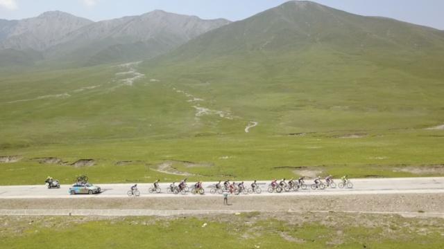 大美!环青海湖自行车赛开始