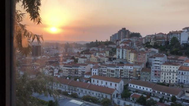 葡萄牙山城上坡电梯,给你落日浪漫