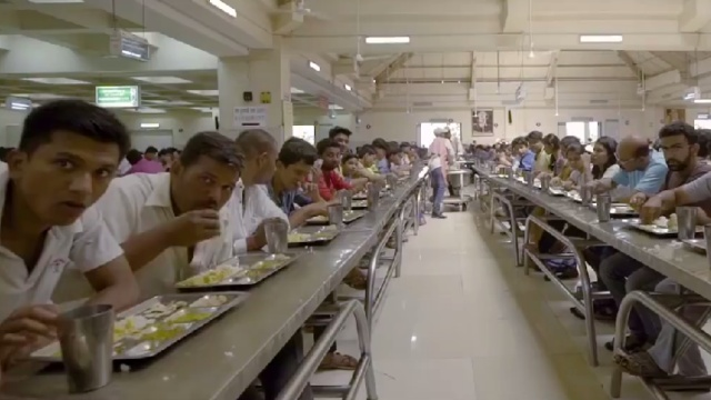 免费为四万人提供午餐,是什么样?