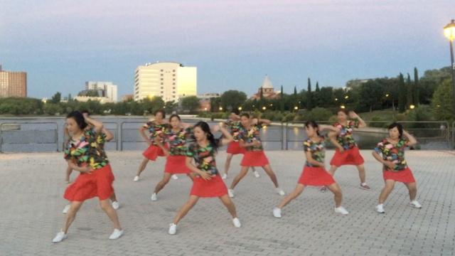 中国大妈马德里跳广场舞压倒南美舞