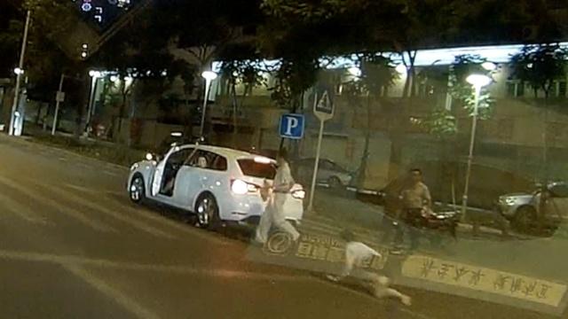 司机抢救车祸母子2次违章,交警免罚