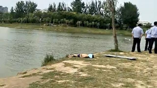 男孩开学前野泳溺亡,母亲失声痛哭