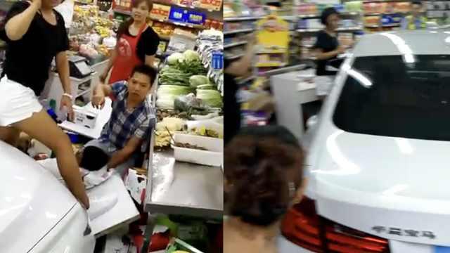 女司机把宝马开进超市,撞伤2顾客