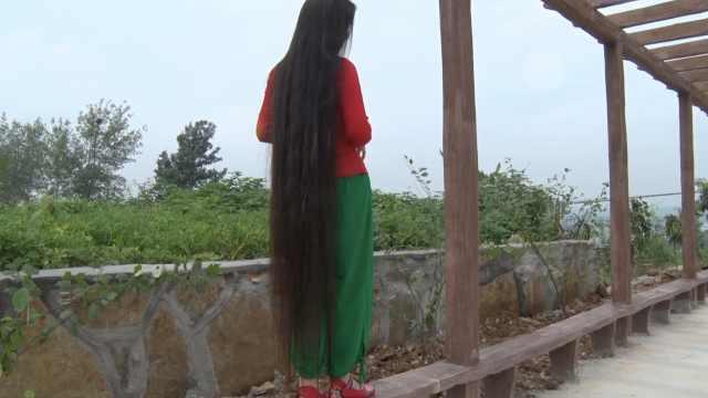 头发长见识短?女子不服,留1米7长发