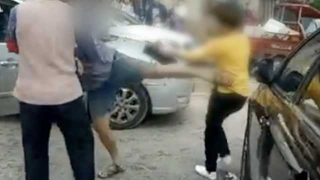 黑车司机加价,她拒绝遭暴打和车撞
