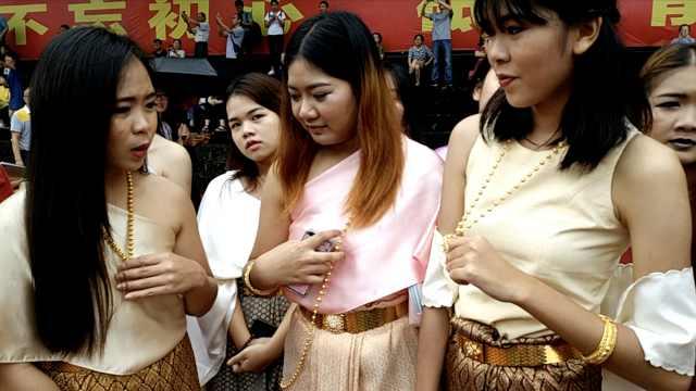 西南大学泰国学妹盛装参加开学礼