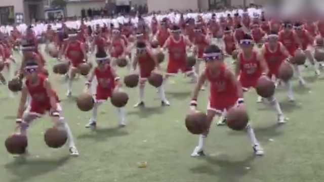 萌酷!小学生篮球操,双手运球杠杠的