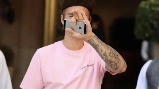 贾斯汀比伯居然用iphone5!