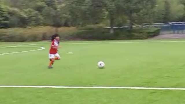 晚安,重庆丨7岁女孩不穿裙爱足球