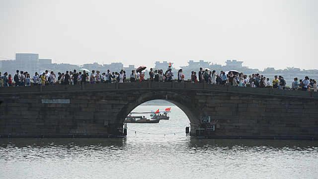 """杭州西湖断桥真的要""""断""""了"""
