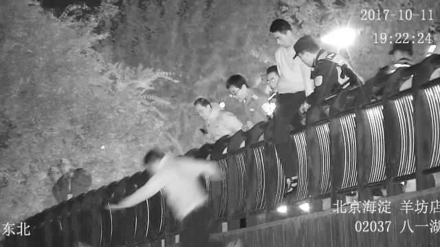 男子跳桥轻生,3名特警同时跳下救起
