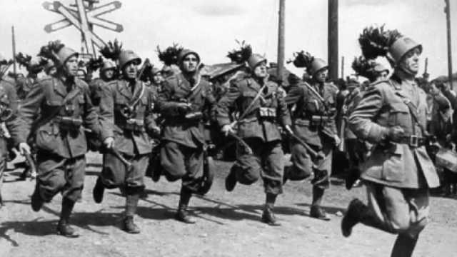 意大利步兵团,更像滑稽团