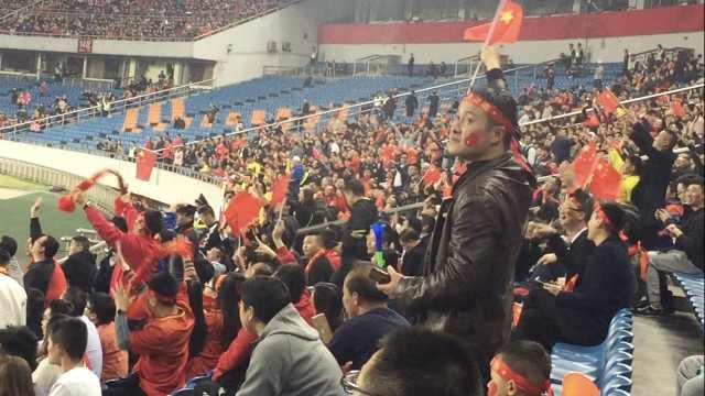国足惨败哥伦比亚,球迷表示已习惯