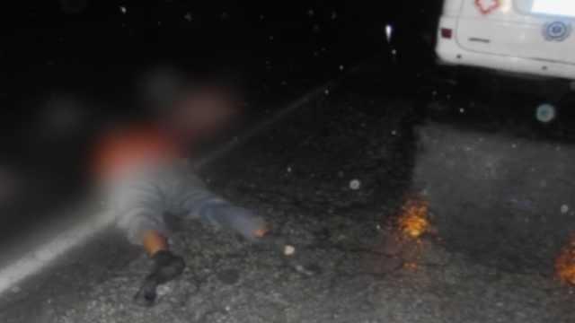 司机雨夜撞人逃逸,车辆碎片助破案