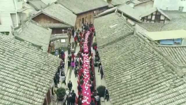 震撼!千人同吃坝坝宴,宴席长1000米