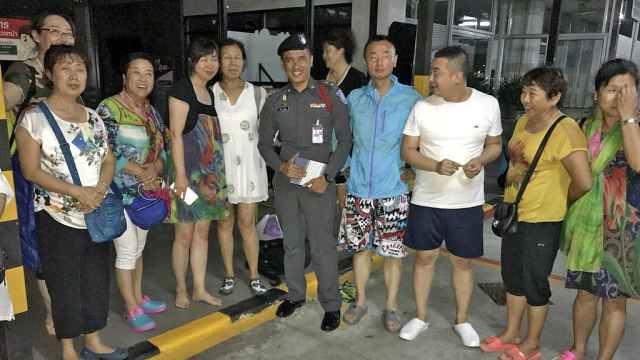 泰旅游大巴被烧毁,中国游客无伤亡