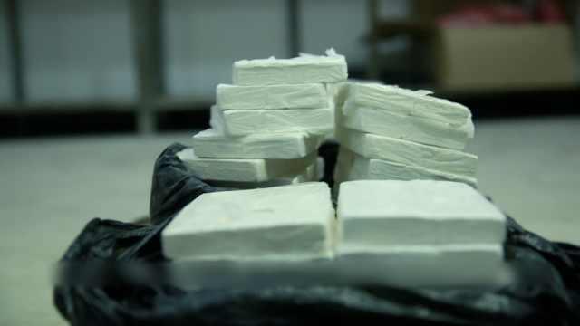 2毒贩钱货分开交易,载61斤毒品被查