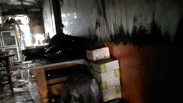 鸭货店后厨起火:刚煮熟的鸭子没了