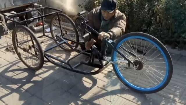 残疾小伙自制手摇车:到各城市看看