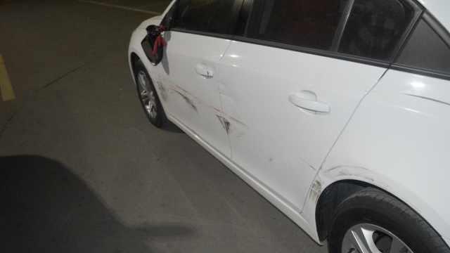 他剐蹭2车逃逸被抓:以为轧到砖头
