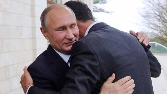 普京宣布从叙撤军,与阿萨德相拥