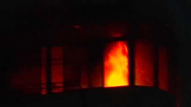 石鼓路一高层居民楼阳台失火