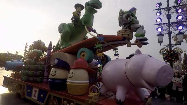 迪士尼花车攻略!玩具总动员专列