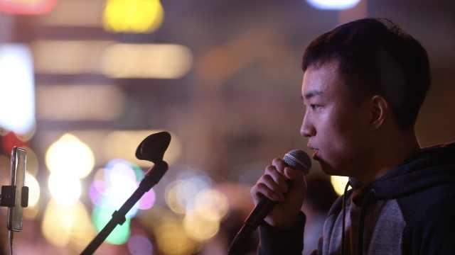 扎心了!沪漂街头唱这首歌告别2017