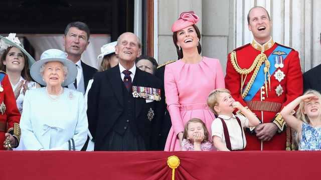 英皇室年度回顾遭疑:没有凯特怀孕?