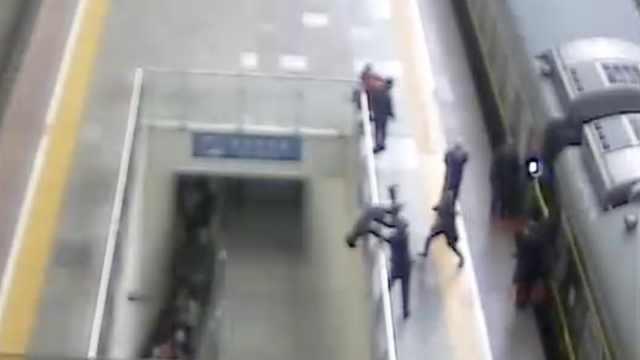 旅客突然发病跳高台,民警飞身救下