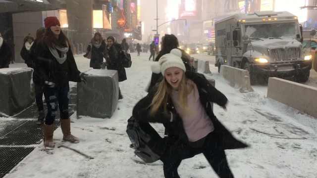 北极寒潮来袭!纽约街头可以滑雪了