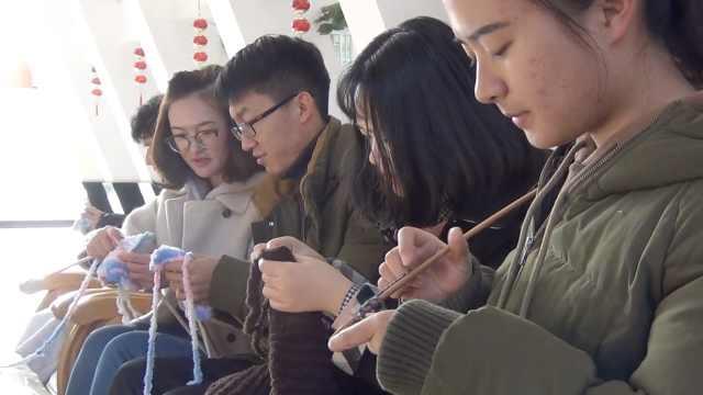 学生织围巾送环卫工,理工男也手巧