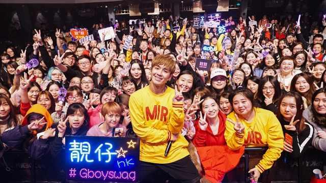 五月天师弟上海开唱,粉丝害羞表白
