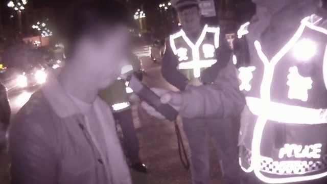 酒司机吹气20次,交警以为仪器坏了