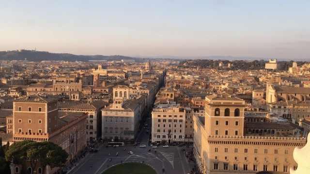 俯瞰罗马全城,这个姿势不错!