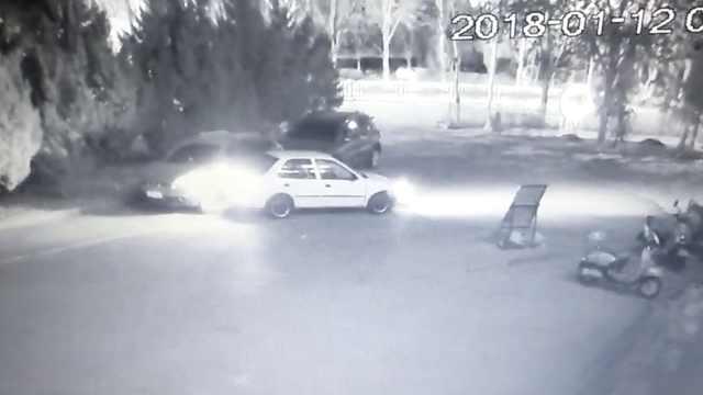 男子撞车后逃逸被抓,辩称撞到花台
