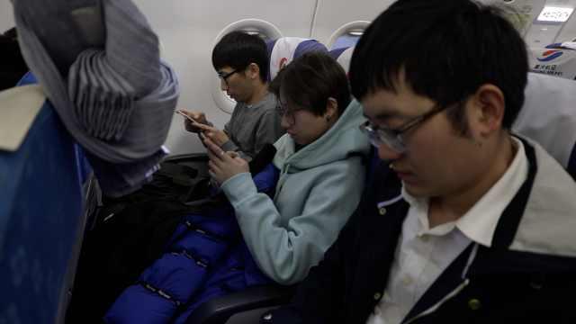 重航班机上可耍手机!乘机不再无聊